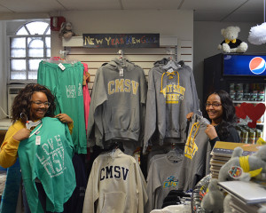 Students with Mount sweatshirts in the No-Book Store
