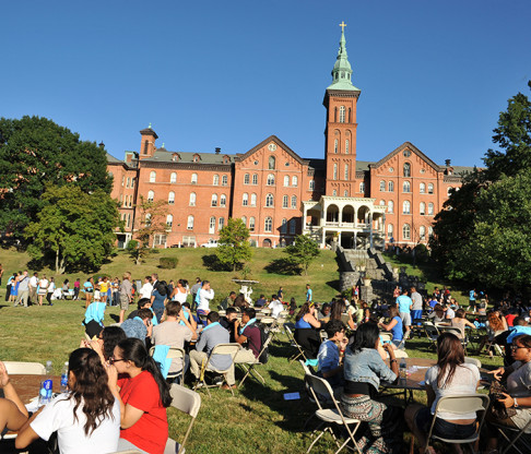 College of Mount Saint Vincent Hosts New Student Orientation