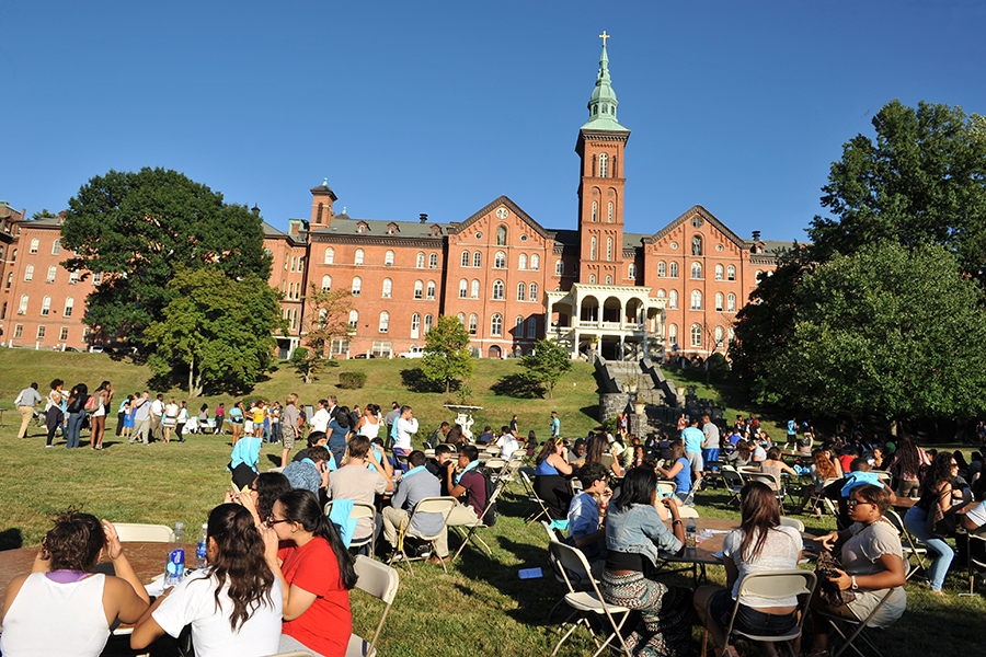 College of Mount Saint Vincent Hosts New Student